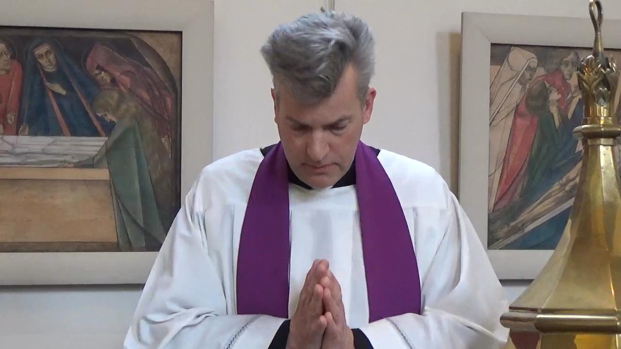 Henri ten Have voor de kruiswegstaties in Oosterbeek.